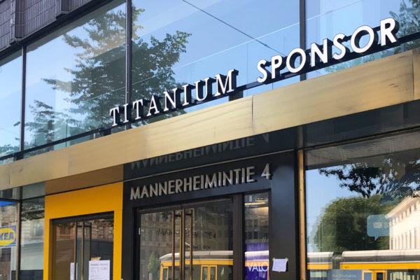 Mannerheimintie 4 toimitilarakennus sisäänkäynti